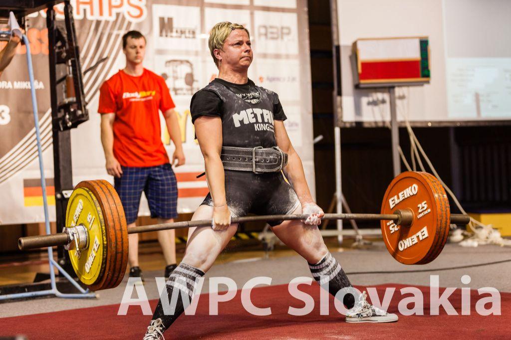 Monika Rovná pri úspešnom pokuse o svetový rekord v mŕtvom ťahu 205,5 kg.