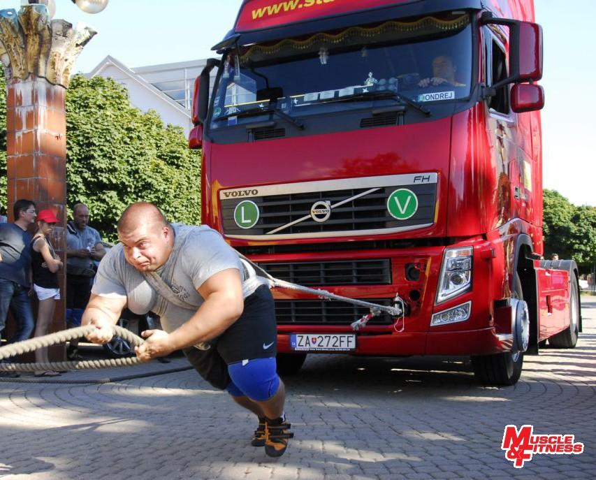 Péter Puzsér (ťahanie kamióna)