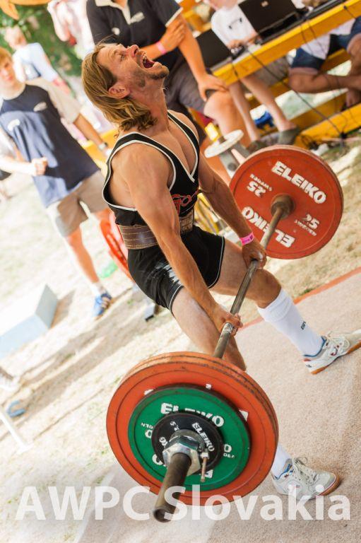 Najľahší pretekár súťaže, 51,9 kg vážiaci Pavel Balážik.