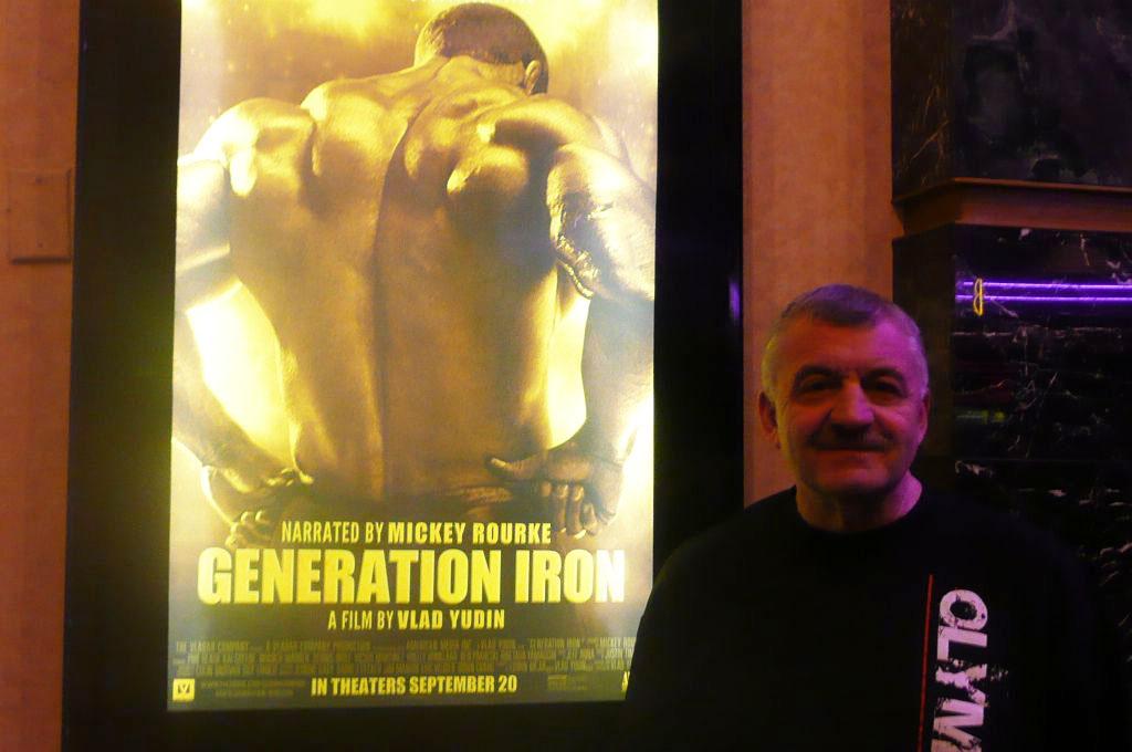 Autor blogu pred filmovým predstavením Generation Iron v Las Vegas.