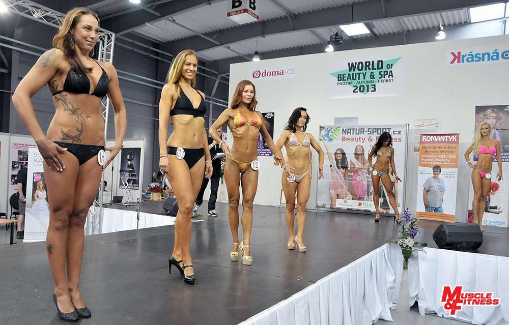 Porovnávání v bikini fitness: Strolená, Vokurková, Kompasová, Zelenskaya, Paluříková, Brnková.