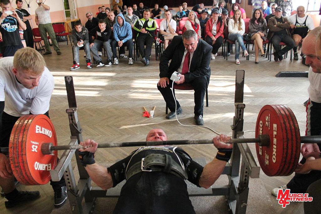 Marek Biroš (tlak na lavičke 230 kg)