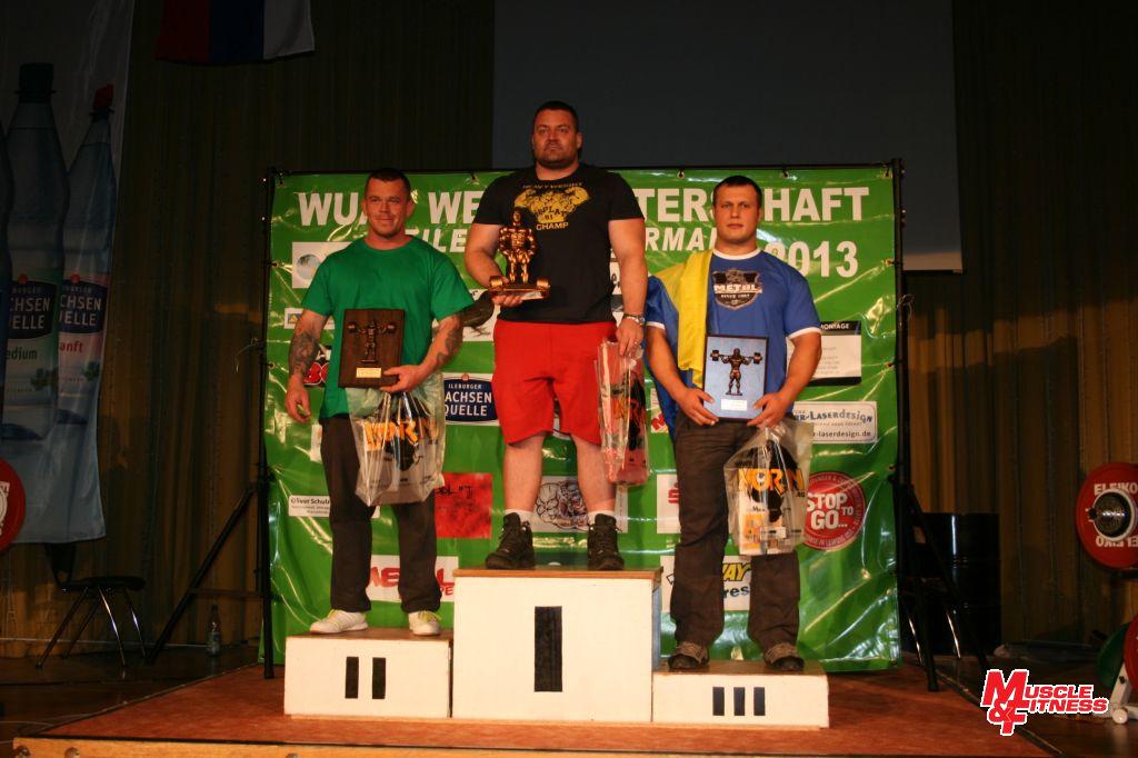 Martin Košnar (uprostřed) vybojoval absolutní prvenství v silovém trojboji kategorií open.