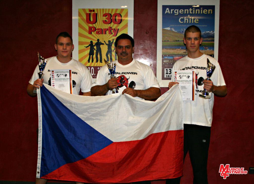 Část české výpravy (zleva): Pavel Vacek, Viktor Kudi, Robin Hejl.