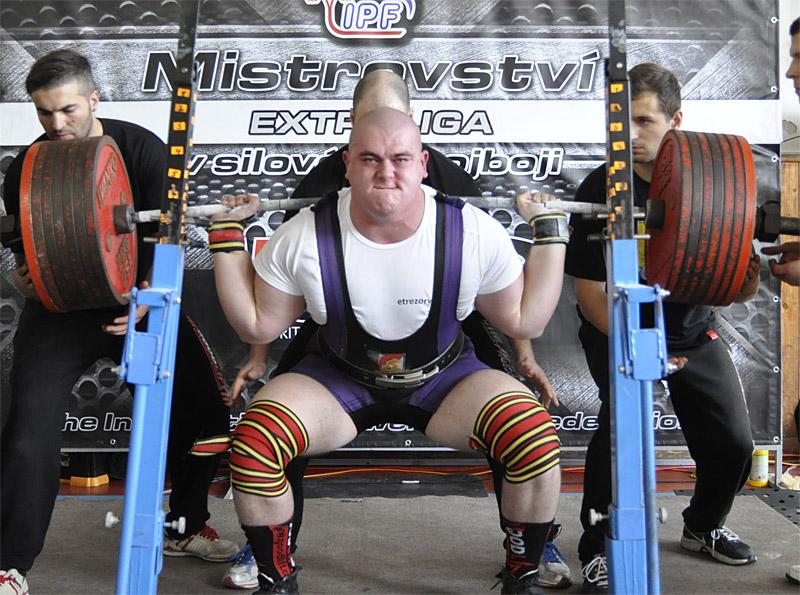 David Lupač z KST Jihlava A dosáhl nejhodnotnějšího výkonu v individuálním rankingu všech 36 soutěžících. V trojboji nazvedal 980 kg (dřep 390, benčpres 270, mrtvý tah 320), což pro něj při tělesné váze 136,9 kg znamenalo zisk 549,486 Wilksova bodu.