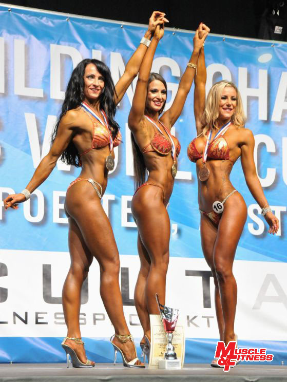 Bikini nad 168 cm: 2. Lackner, 1. Semenova, 3. Simmons.