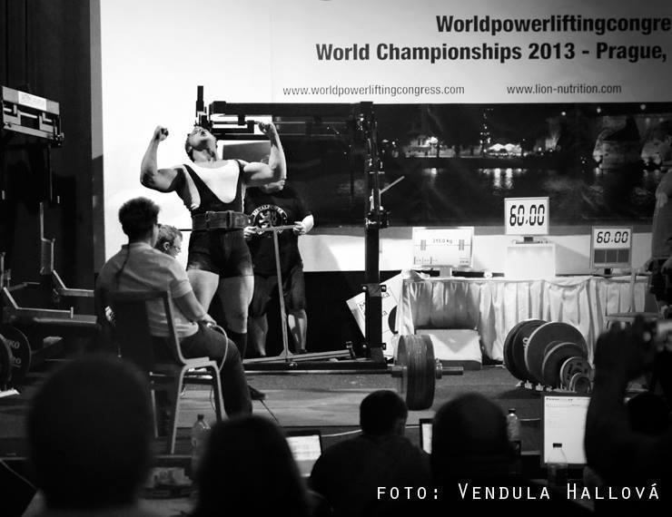 Ján Michalov po jeho úspešnom pokuse 315 kg v raw deadlifte.