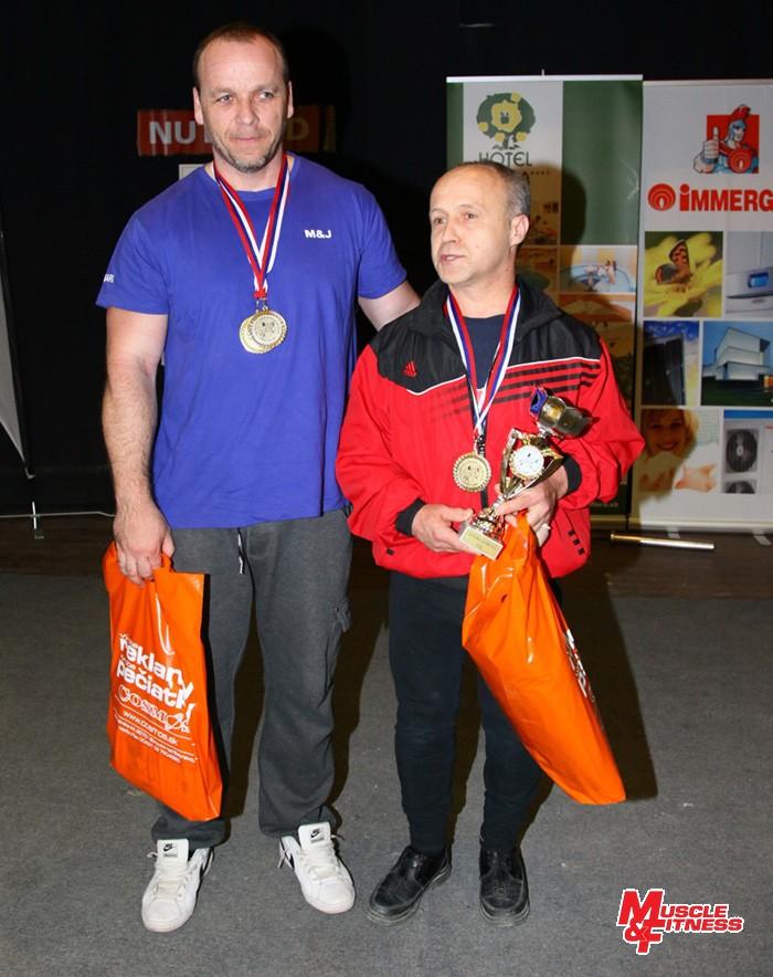 Účastníci zápolenia masters (zľava) Igor Gazdag (víťaz masters 1 do 93 kg) a absolútny víťaz Štefan Koľšovský.