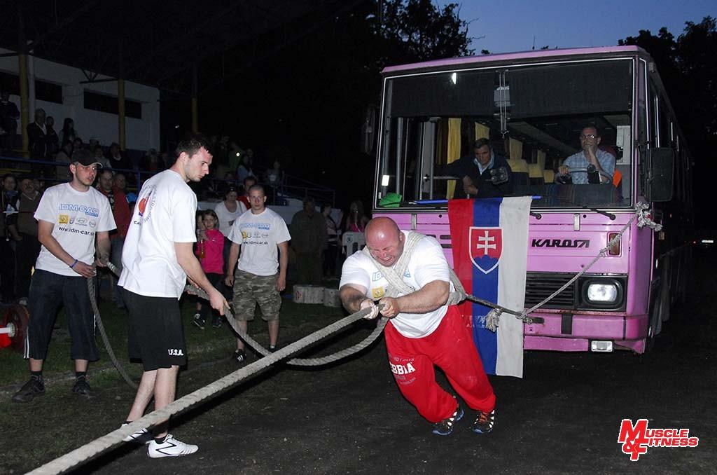 Maroš Kostelanský (ťahanie autobusu)
