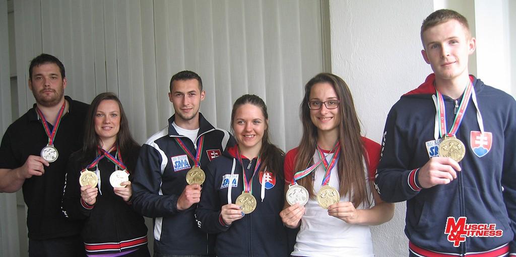 Medalisti: (zľava) Juraj Michalička, Lucia Debnárová, Dominik Glod, Andrea Kušnieriková, Rebeka Martinkovičová, Michal Girášek.