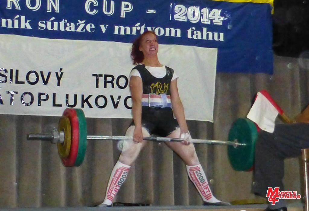 Ivana Horná pri víťaznom pokuse so 195 kg.
