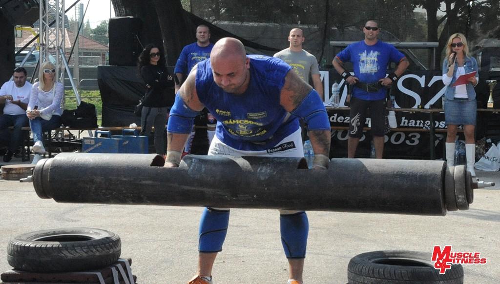 Víťaz disciplíny František Piros sa pripravuje vytlačiť 145 kg. Celkovo zvládol sedem opakovaní.