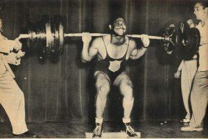 Davis - dřep 240kg
