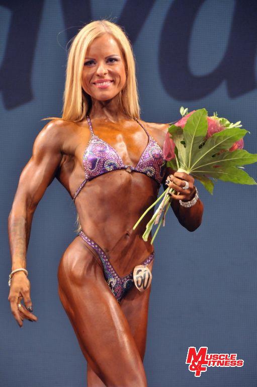 Vítězka bodyfitness žen Renate Marcinkute.
