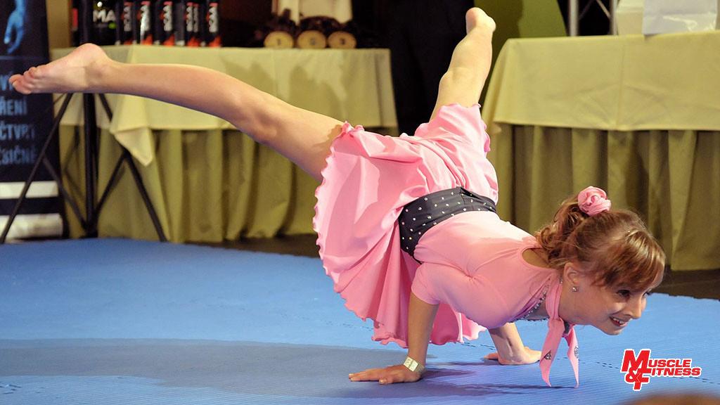 Nela Laurichová, vítězka fitness mladších dívek.