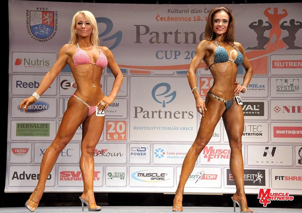 O absolutní prvenství v bikini fitness: Ženišková, Bečková. Zvítězila Daniela Bečková.