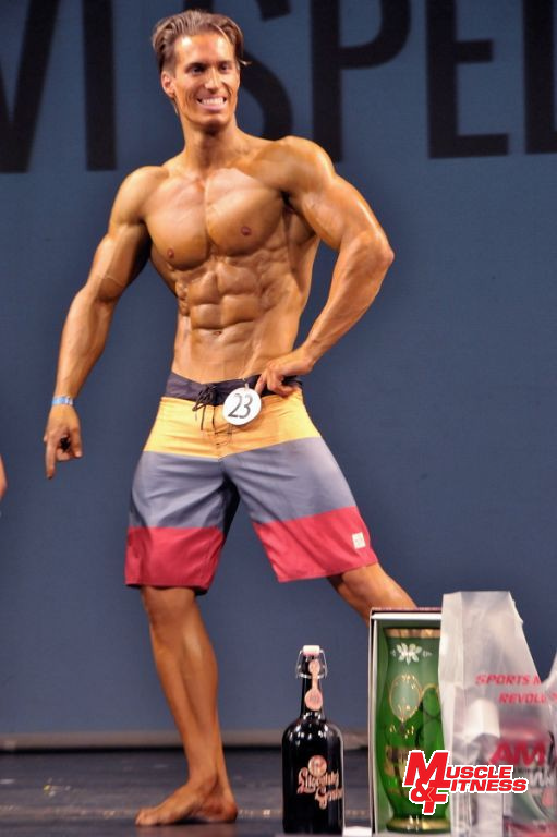 Vítěz physique muži Tierri Vilson.