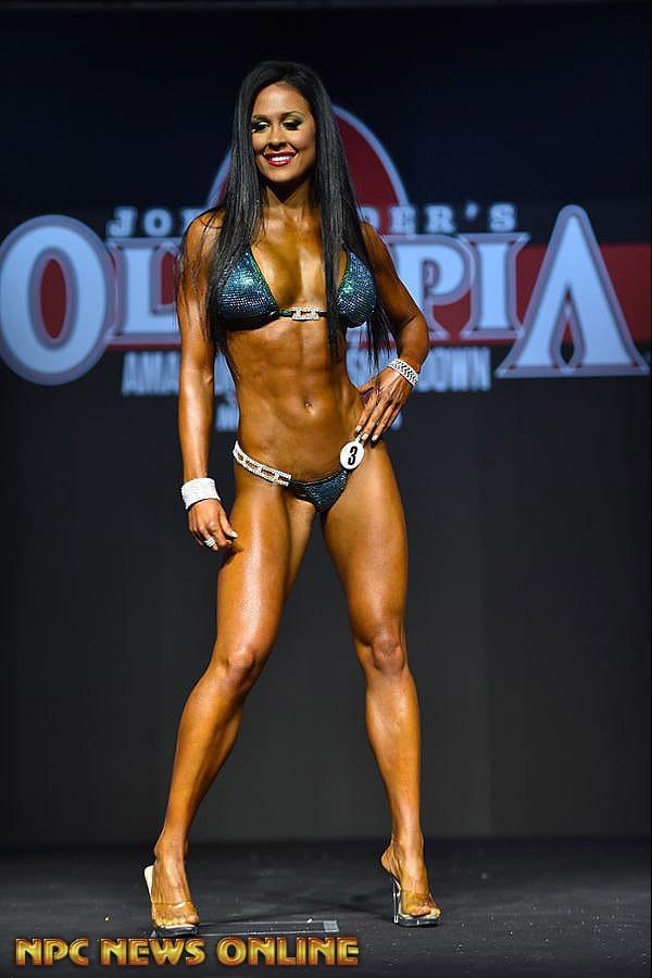 V zápolení profesionálek triumfovala Ashley Kaltwasser, jež ta potvrdila pozici nejlepší profesionální bikini fitnesky světa.