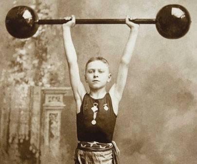 Malý vzpěrač před 100 lety