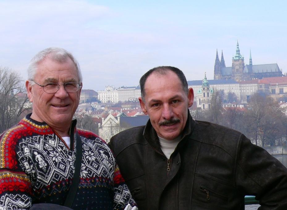 Emil Müller z Kanady a autor rubriky KRONIKA Josef Švub na setkání v Praze v roce 2007 , při příležitosti přípravy článku do časopisu MUSCLE&FITNESS.