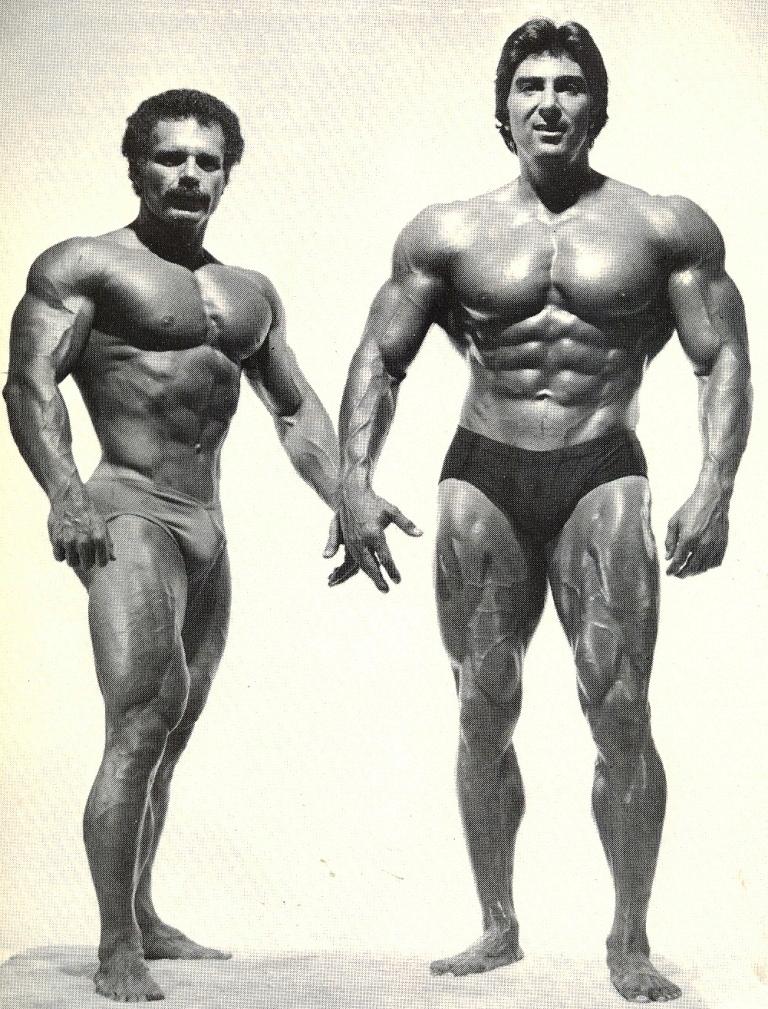 A 7. května už je tomu pět let od předčasné smrti sympatického šampióna Dennise Tinerina (nar. 23. prosince 1943). Na fotografii je s rovněž nežijícím Tony Pandolfem (1941 – 1. dubna 2011).