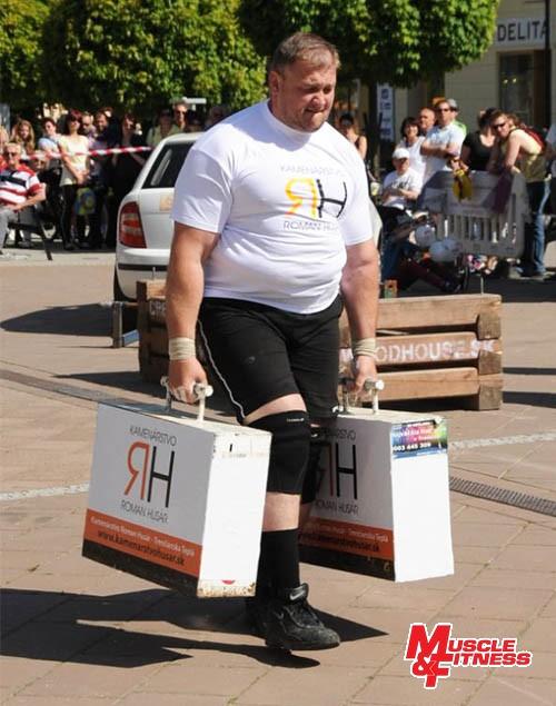 Ivan Hryhorovskyj (nosenie kufrov)