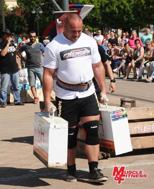 Maroš Kubovič (nosenie kufrov)