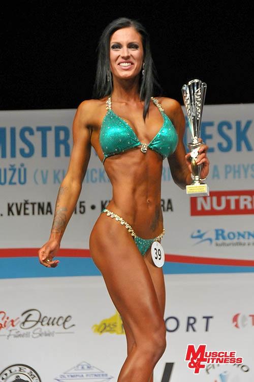 Absolutní vítězka bikini fitness Adéla Storzerová.