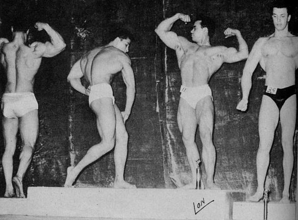Elmo Santiago - 1954 druhý zprava