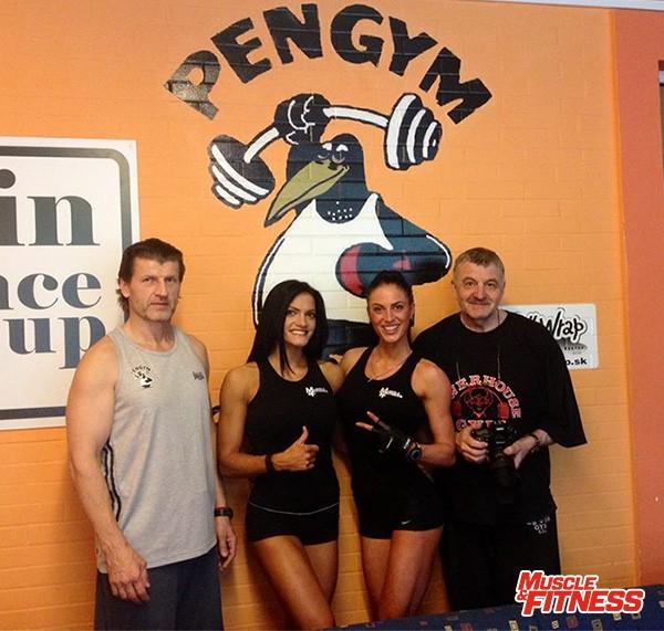 Snímka na pamiatku, po spoločnom tréningu dievčat v Pengyme:zľava majiteľ Boris Mlsna, fitnesky Olívia Pohanková a Adéla Storzerová. Vpravo Ľudo Major, ktorý bol tentoraz i fotografom.