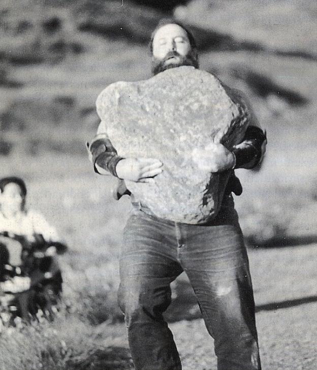 Ernst nese Husafelův kámen
