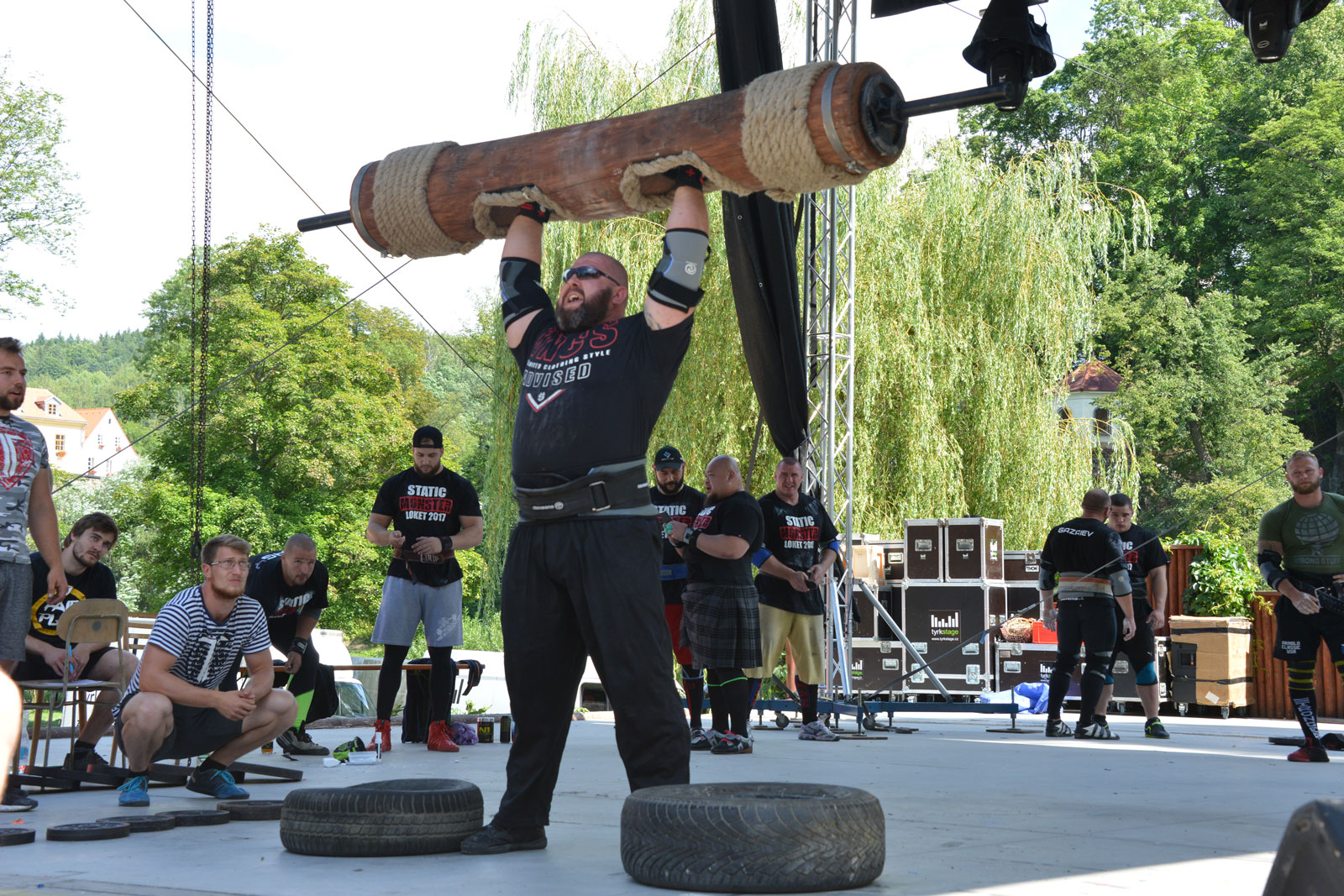 Strongman OH press