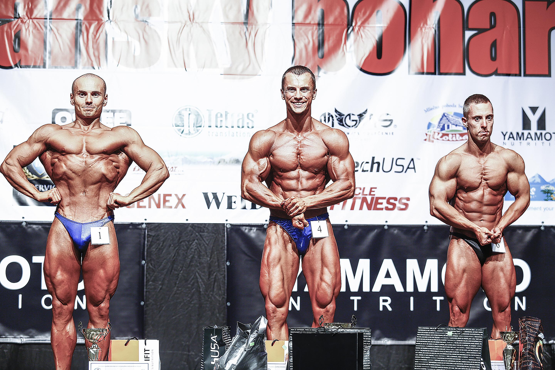 Klasická kulturistika do 175 cm: 2. Peter Socha, 1. Tomáš Smrek, 3. Jakub Prokop. Foto: Ivan Pavlisko