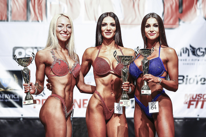 Bikini fitness do 169 cm: 2. Dáša Červenková, 1. Olívia Čambalová, 3. Zuzana Šnajderová Foto Ivan Pavlisko