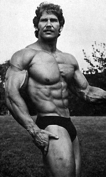 Mike Dayton se narodil 22. října 1948
