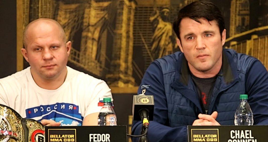 Fedor Emelianenenko a Chael Sonnen na tlačovej konferencii.