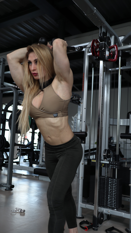 Adela Ondrejovičová - tréning biceps a triceps