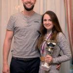 Manžel jej prisľúbil, že pohár za víťazstvo môže stáť v strede obývačky :-)