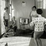 Ženy cvičící podle LaLanneových televizních lekcí.