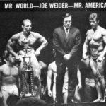 Sipes (vlevo) jako vítěz IFBB Mr. Word 1968, vpravo vítěz Mr. America 1968 Frank Zane, uprostřed Joe Weider