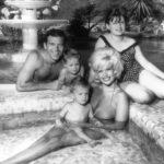Mickey a Jayne s dětmi