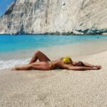 Radka Szombath na pláži Navagio